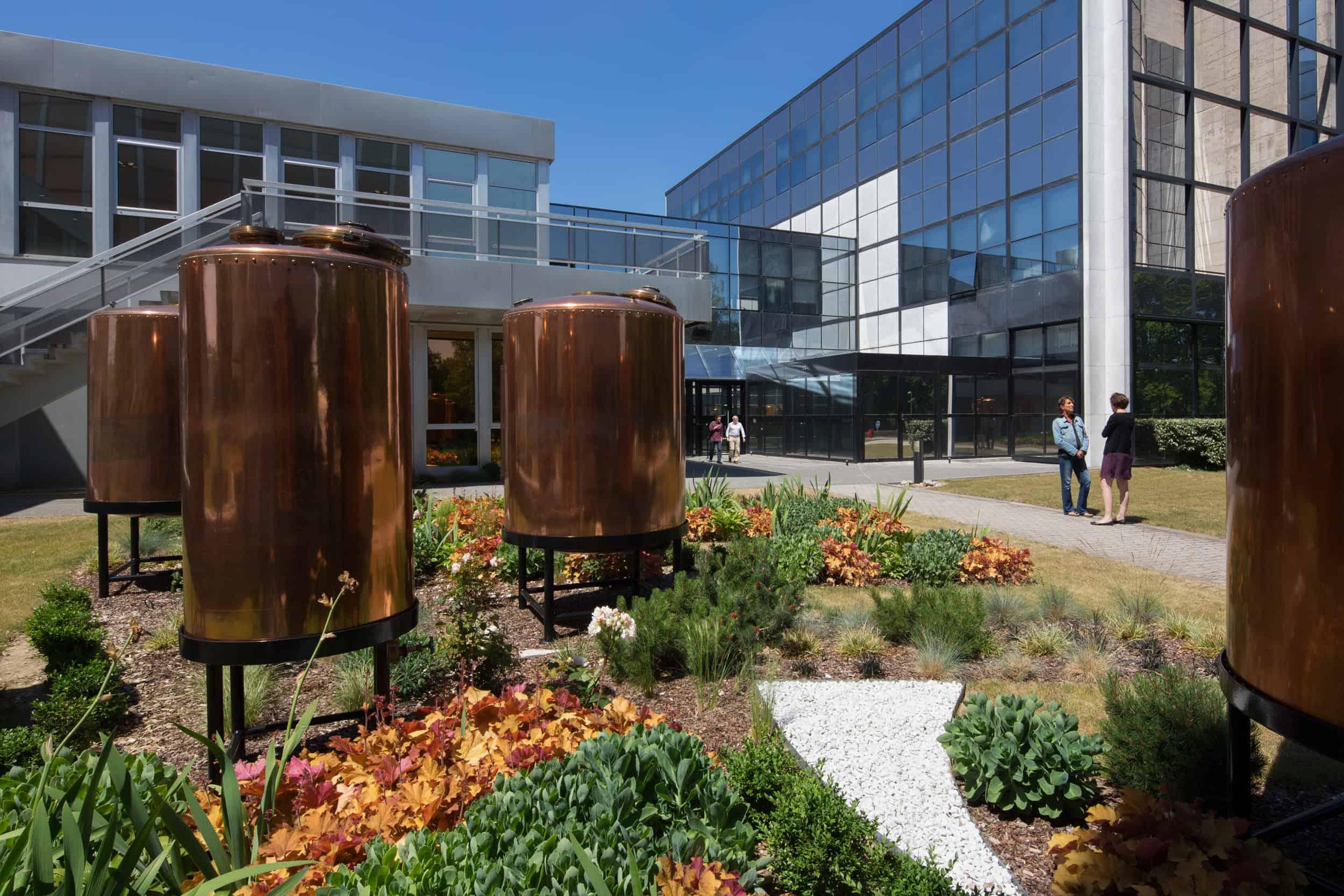 Le jardin du Centre de production des parfums Christian Dior près d'Orléans