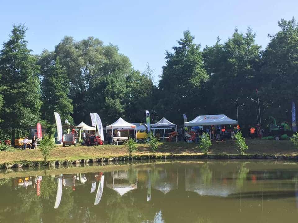 Les stands des fournisseurs autour de l'étang Léon Masset à Noyelles-sur-Escaut